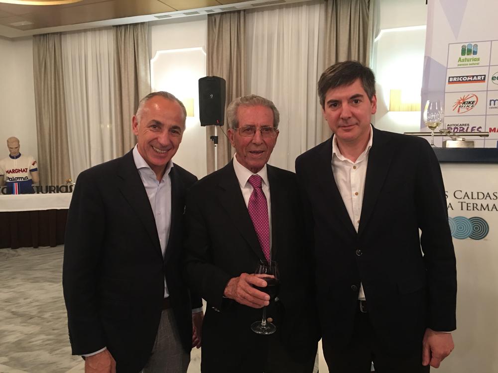 De izquierda a derecha: Manuel Fidalgo, Federico Martín Bahamontes (primer español en ganar el Tour de Francia) y Alfredo Blanco.